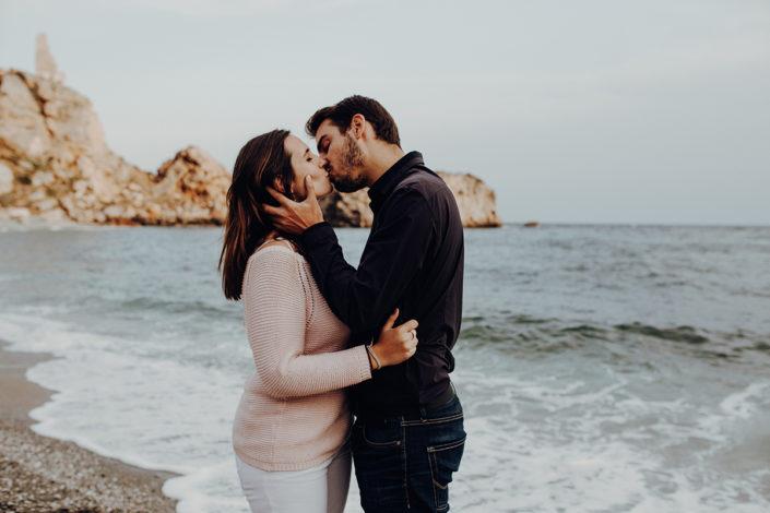 Spanien, Pärchen, Fotoshooting, Natürliche Paarfotografie, Liebe, Verliebt, Verlobt, Zärtlichkeit, Granada, Andalusien, Paarshooting, Strand, Strandspaziergang