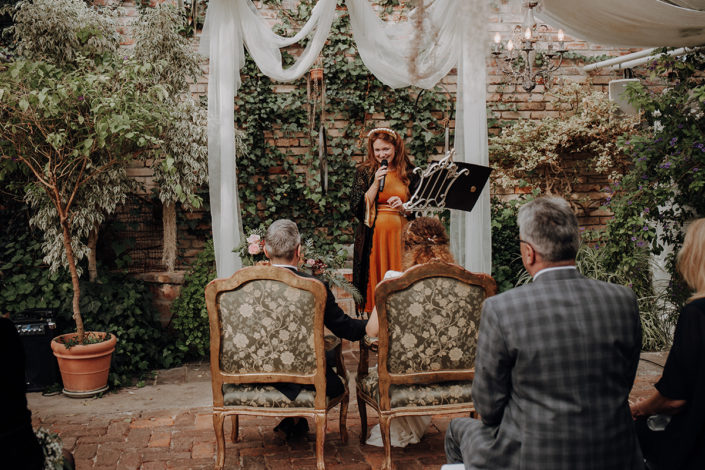 Hochzeit, die alte Gärtnerei, Trauung, Traurednerin